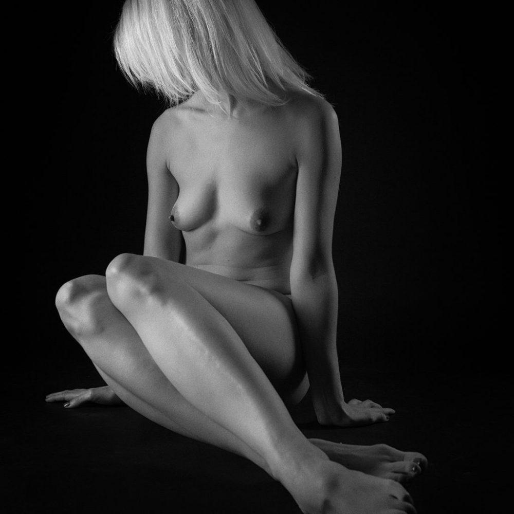 Akt in schwarz-weiß - Studioaufnahme
